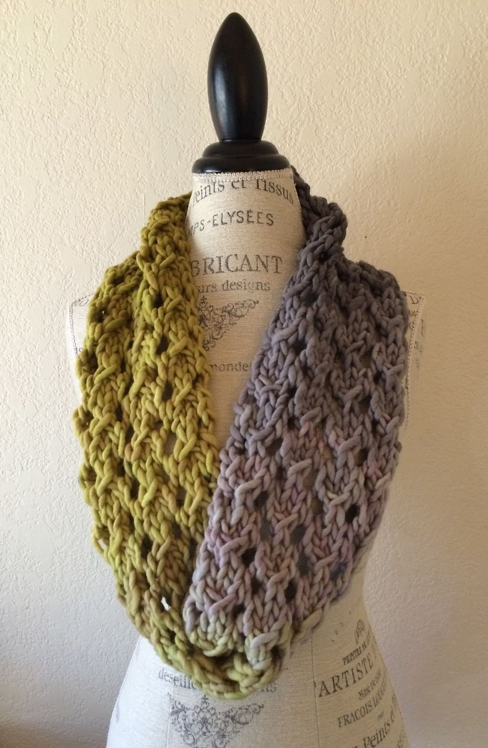 Bulky Lace Cowl Free Knitting Pattern | Ombre yarn, Lace patterns ...