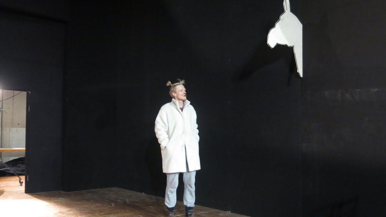 """Am 26. Januar: """"Wildes Wissen"""" - The Outernet  von Roland Fischer Konstantin Küspert und Sophia Bodamer Wie haben sie es bloss angestellt in kürzester Zeit die Weltherrschaft zu übernehmen? Katzen sind die echten Gewinner der Aufmerksamkeitsökonomie sie beherrschen die Social Media-Regeln wie sonst niemand. Es ist ein wenig als wäre das Konzept der Meme nur für sie erfunden worden. Ist es aber nicht das kommt aus der Biologie. Aber auch in der Physik haben die Katzen Spuren hinterlassen…"""