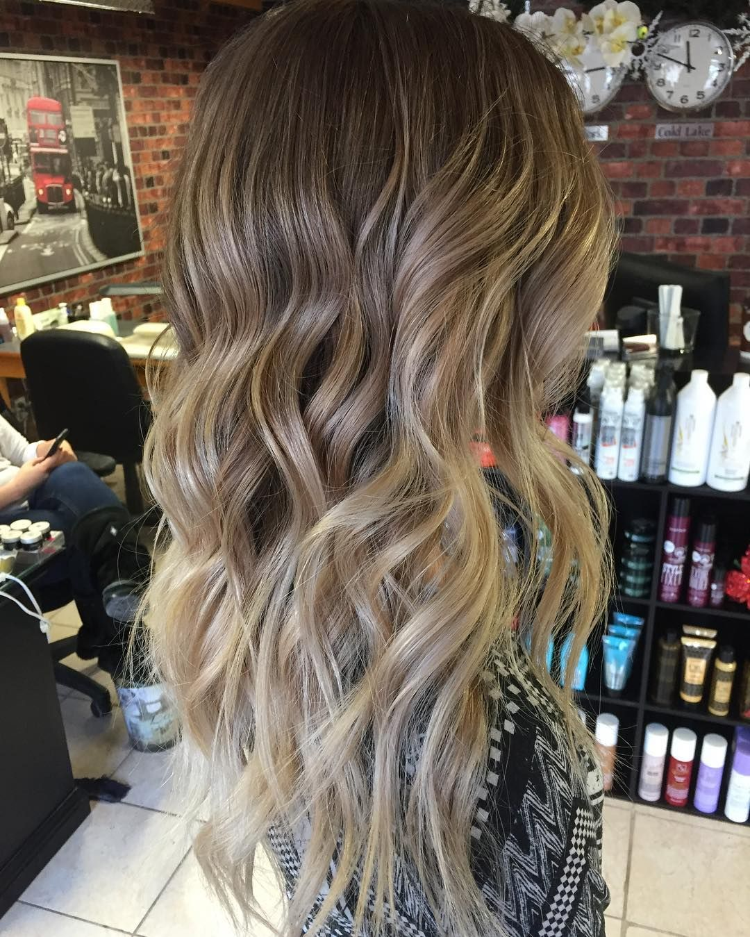 Wavy Dark Blonde Hair With Light Blonde Balayage Blonde Balayage Balayage Hair Dark Blonde Hair