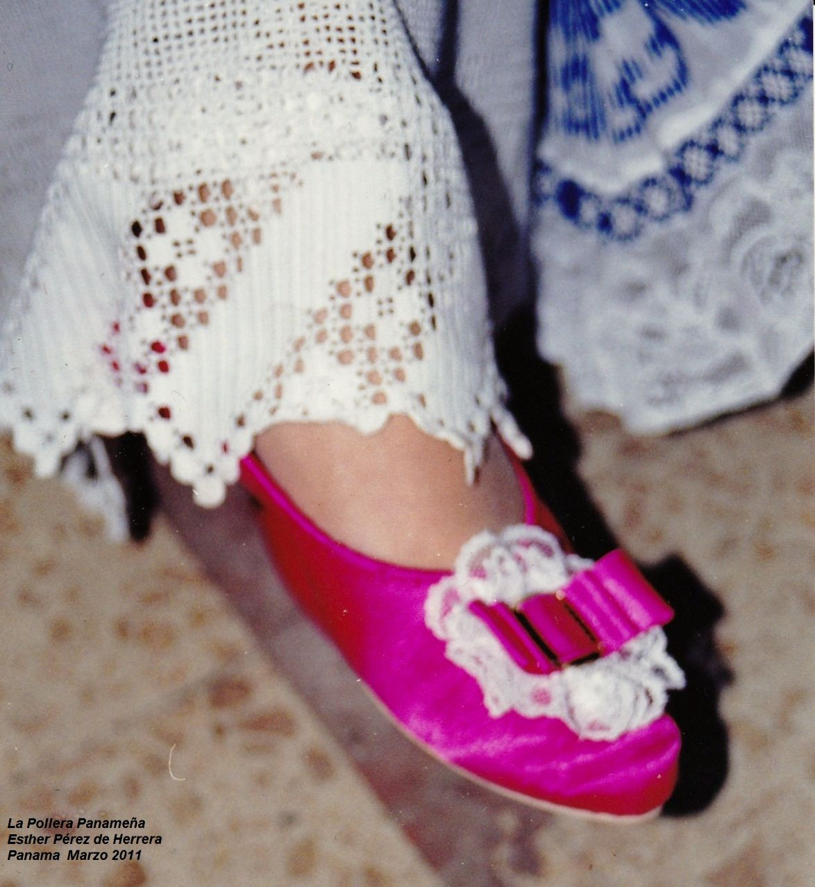La Pollera de Panama  Zapatos de satén. Traje Tipico Panameño 62bf3cfa384