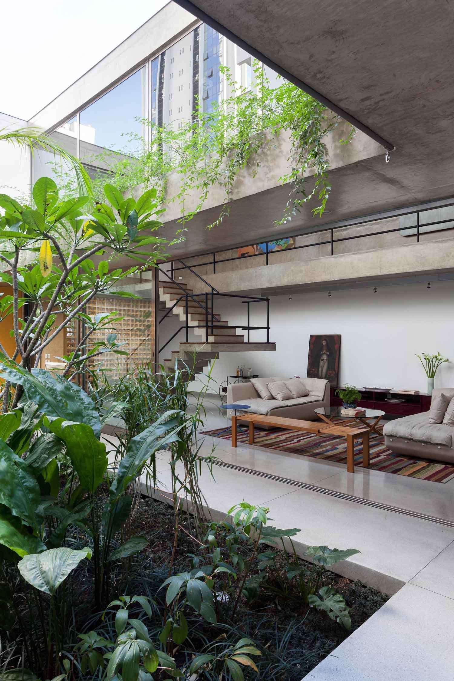 Jardins house by cr arquitetura in são paulo sao paulo