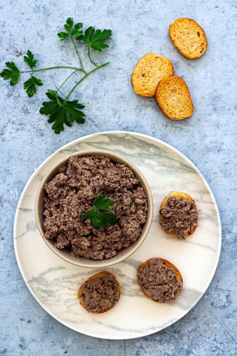 Thoïonade (tartinade de thon aux olives) - Amandine ...