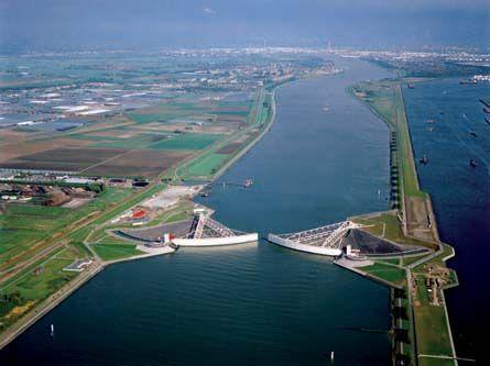 Maeslantkering - Google Afbeeldingen resultaat voor http://www.rijkswaterstaat.nl/images/Maeslantkering%2520met%2520panorama_tcm174-138127.jpg