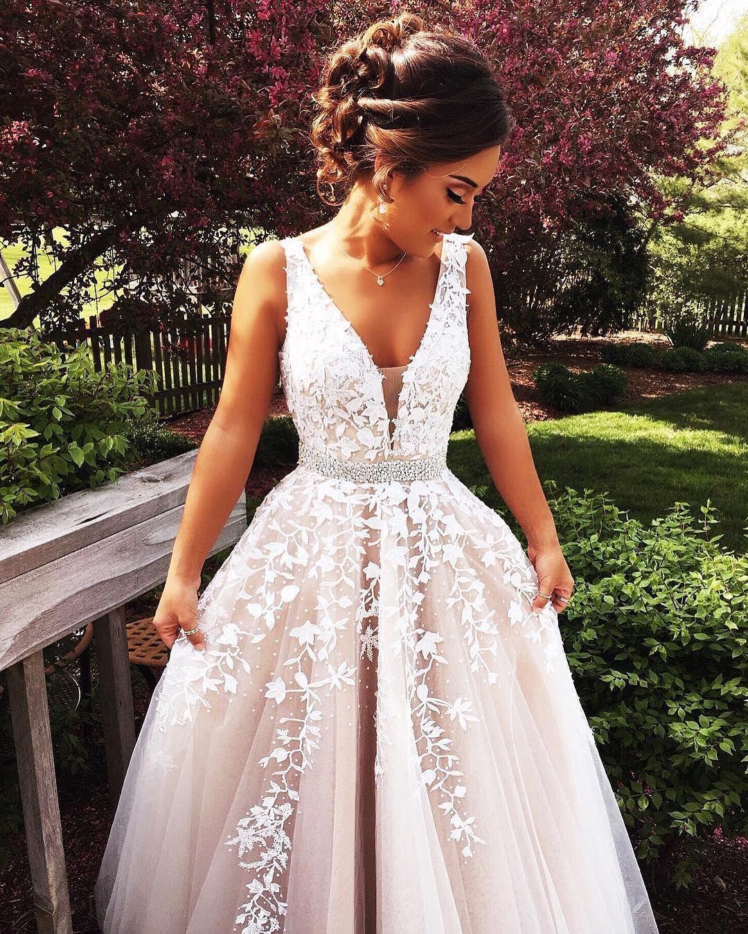 Tyffiii Follow Me On Ig At Stef S Style For Daily Fashion Lifestyle Updates Of Myself Abschlussball Kleider Brautkleid Und Hochzeitskleid