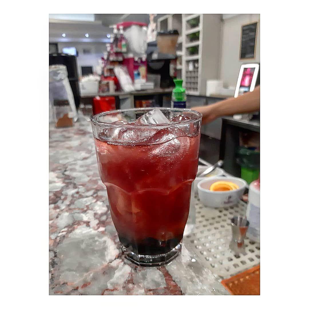 Il Bello Dell Alcool E Che Per Due Ore I Tuoi Problemi Sono Di Altri Sexonthebeach Craftcocktails Cocktailp Food Alcoholic Drinks Pint Glass