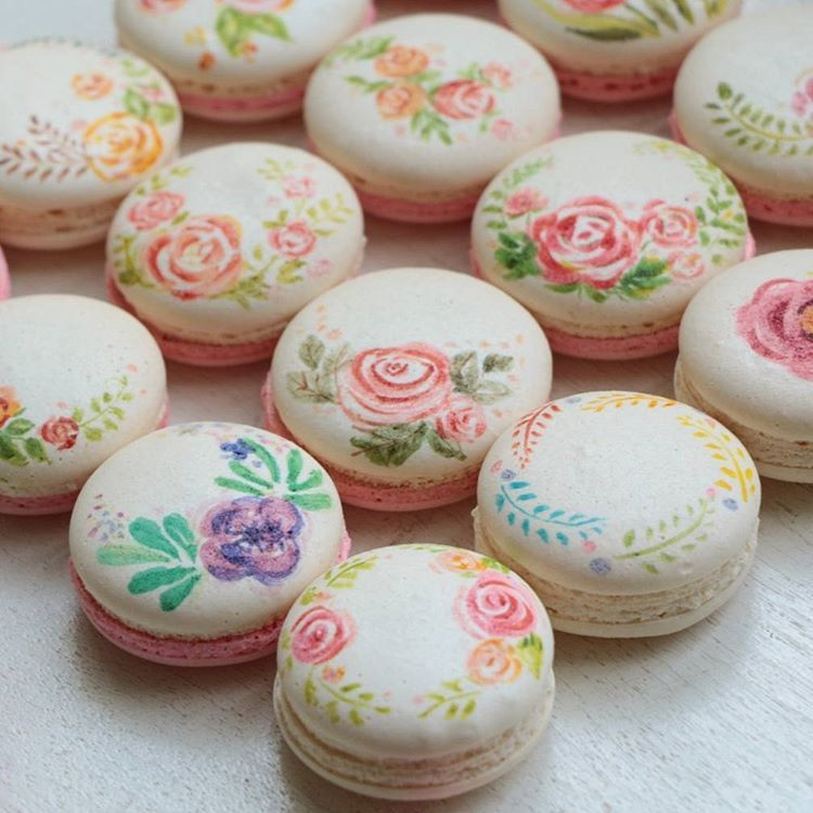 Hand painted floral macarons | Cute desserts, Macaroon ...