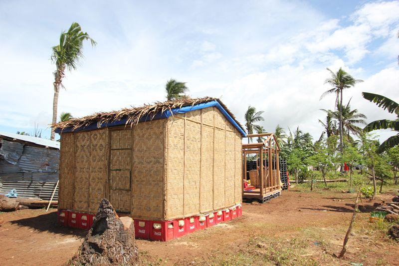 Abrigo temporário construído em Daanbantayan, Cebu, Filipinas