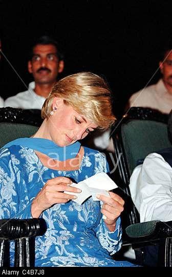 PRINCESS DIANA IN PAKISTAN 1997