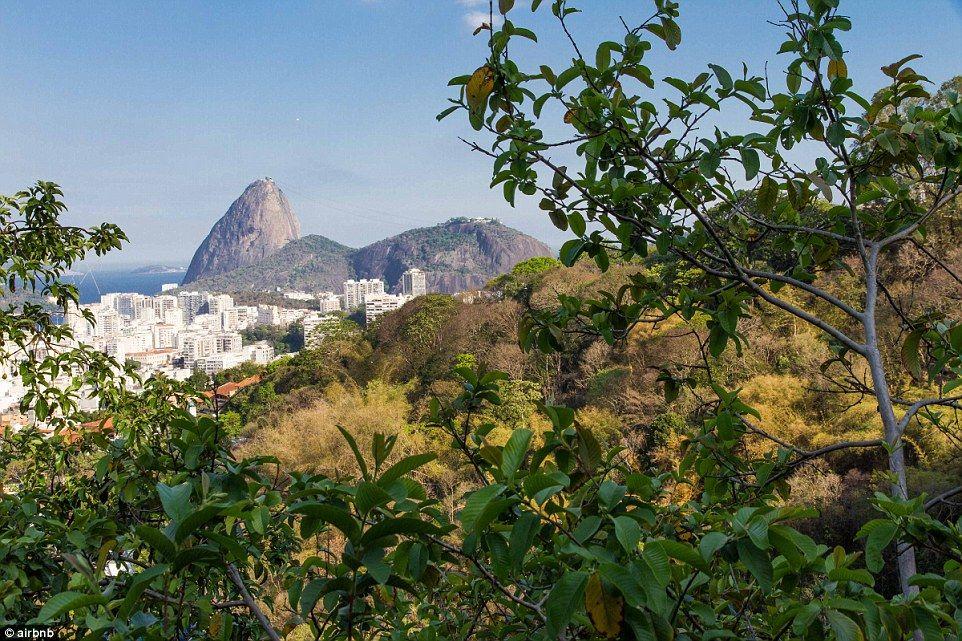"""Há uma incrível vista do Pão de Açúcar, e a favela tem uma """"excelente"""" vibração…"""