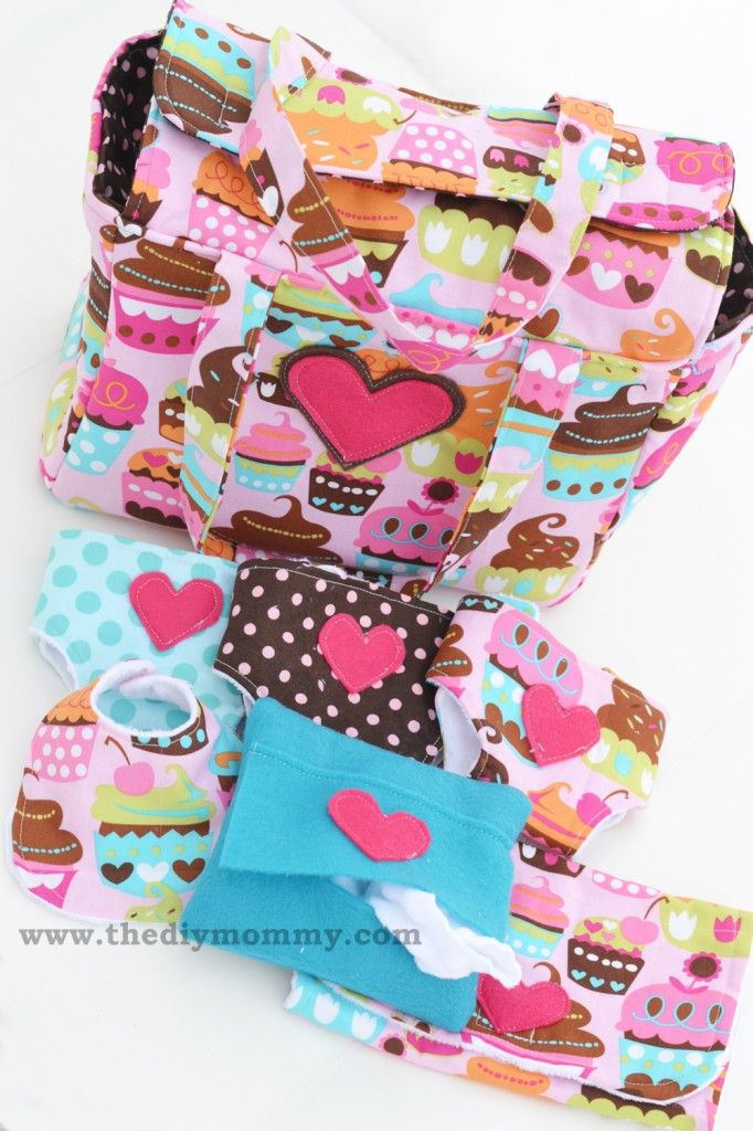 Sew a Deluxe Dolly Diaper Bag and Accessories (Dolly Diapers, Wipes Case, Changemat & Bib #dollaccessories