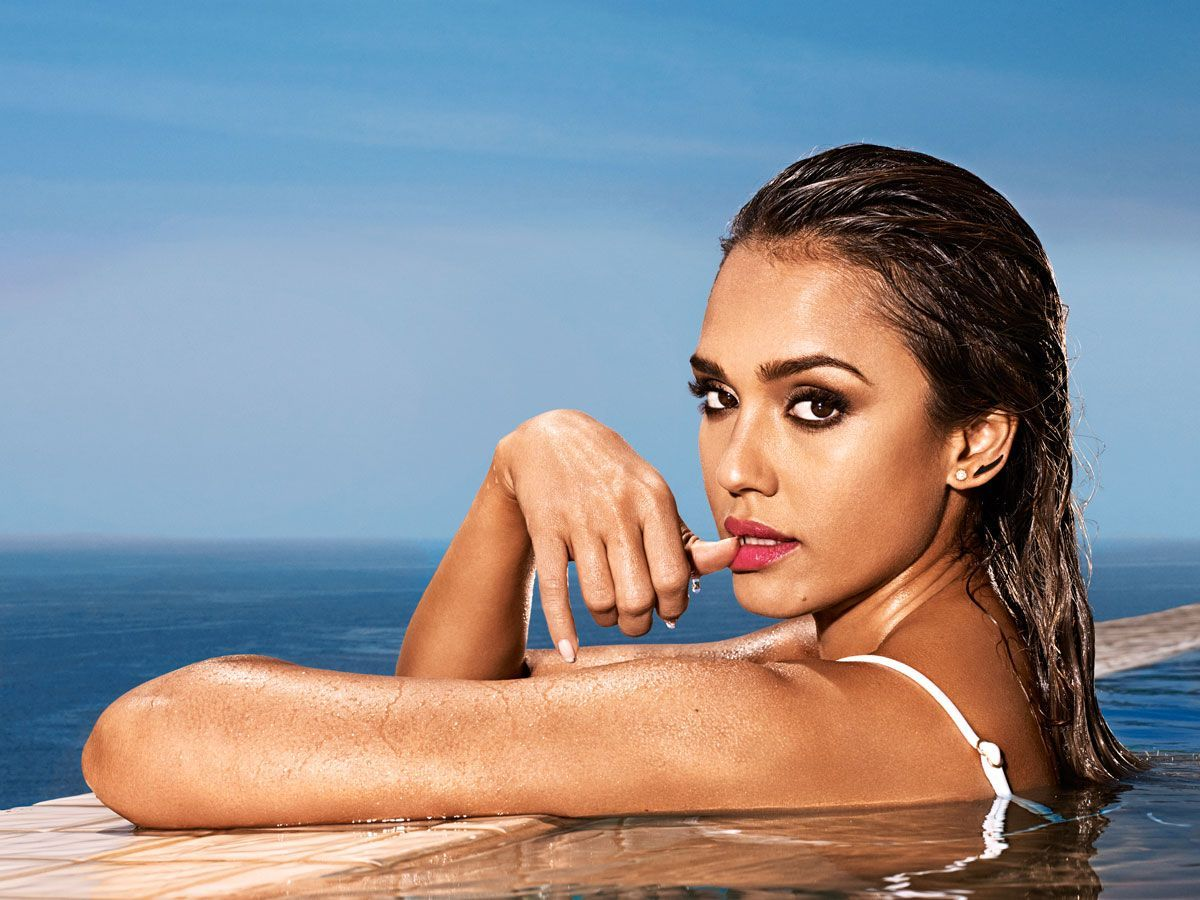 9d95605f74596 Jessica-Alba-Entertainment-Weekly-Bikini-01