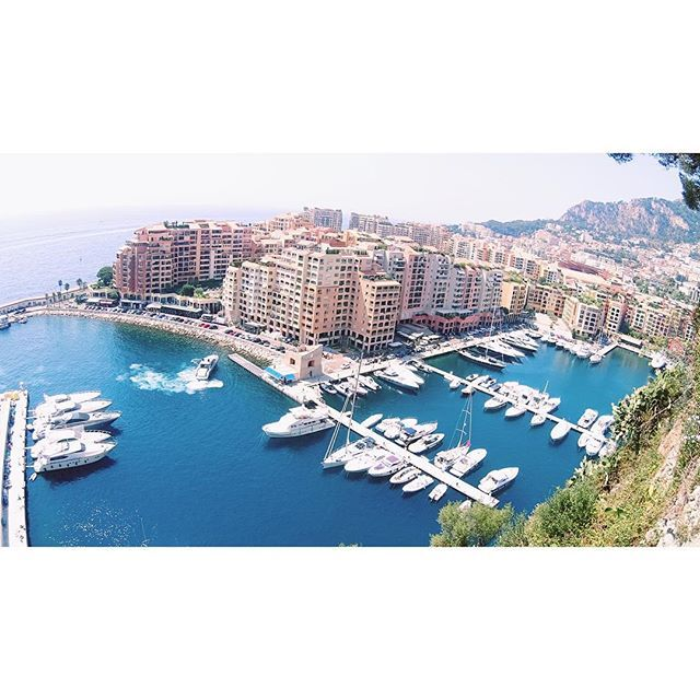 #Rocher 더워서 돌아버리겠다 29도 밖에 안되는데.. 내일은 로마가야되는데..36도라는데 ㅋㅋㅋ #Monaco #모나코 #프랑스여행 #프랑스 #유럽여행 #Europe #France #서른살여행 #Travel #Traveller #tourist #trip by tansiri from #Montecarlo #Monaco