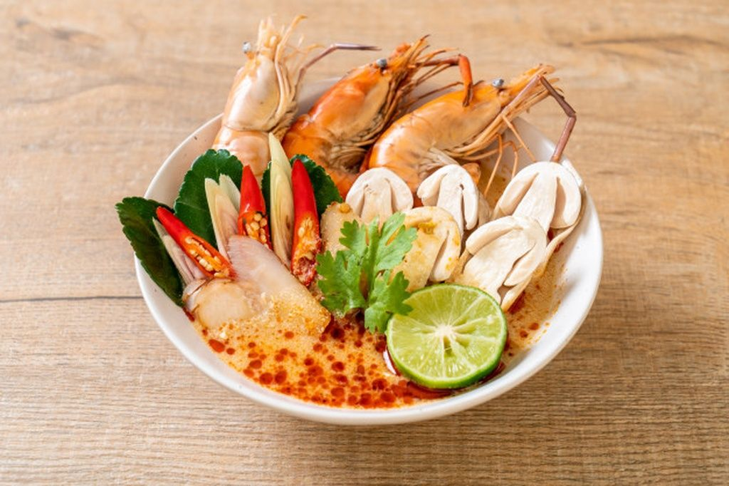 Spicy Shrimps Soup Tom Yum Goong Paid Affiliate Paid Soup Goong Yum Shrimps Traditional Food Food Spicy Shrimp