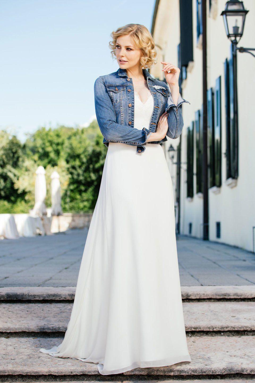 Sexy Brautkleid Pina mit unserer Braut-Jeansjacke. Der Mix machts ...