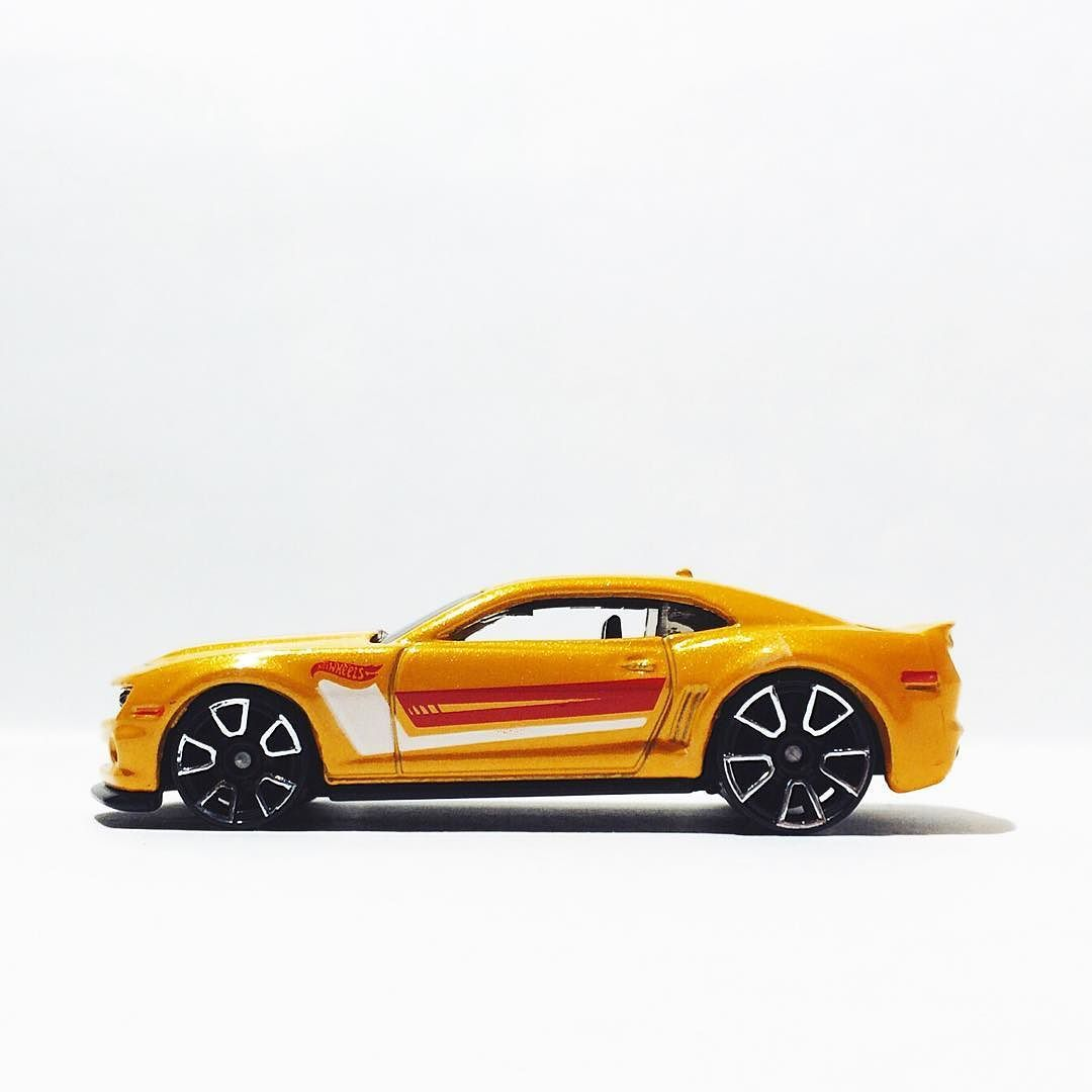 Chevy Camaro for #chevymondays #hotwheels #hwc #camaro #hotwheelscollectors #toypics #diecastphotography #diecast #fromthepegs