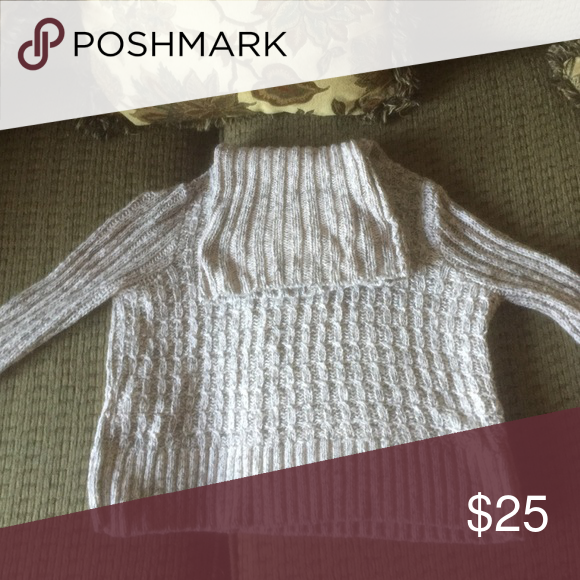 Free people cropped sweater Great conditions! Sexy but warm Free People Sweaters Cowl & Turtlenecks