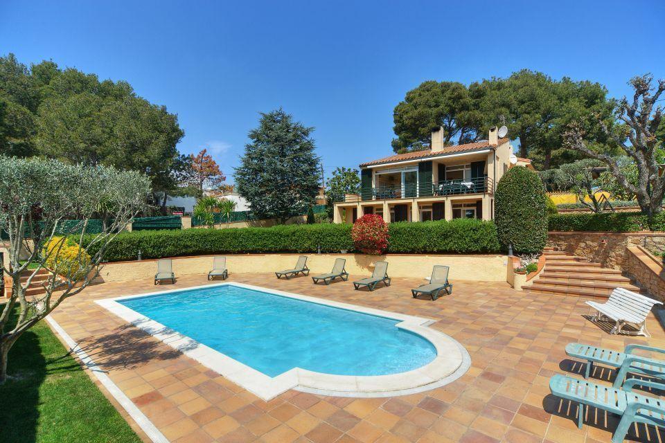 Très jolie piscine dans belle villa de 5 chambres à louer en Espagne
