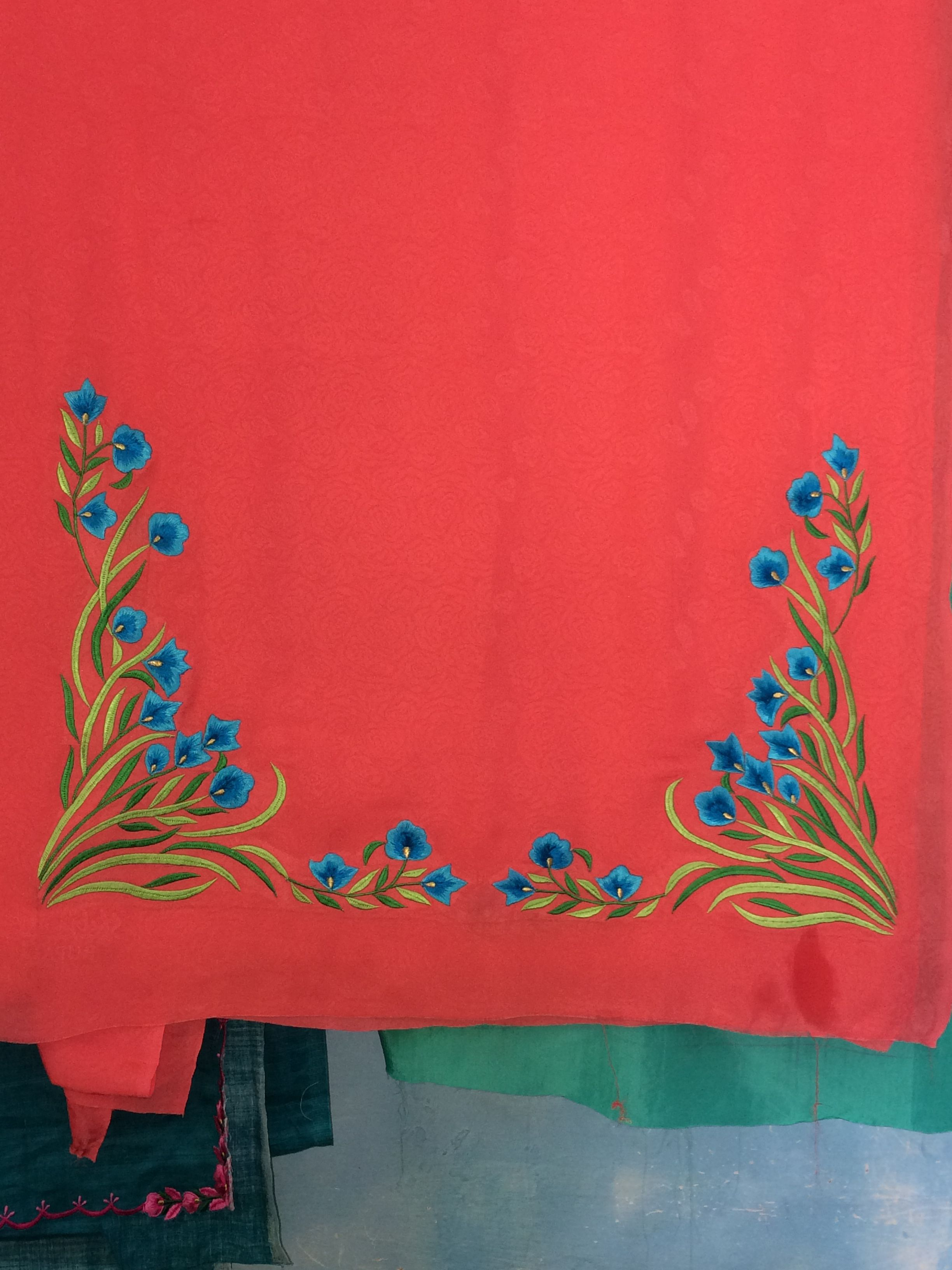 Pin By Raj Chhina On Suits Handwork Embroidery Design Flower Embroidery Designs Embroidery Suits