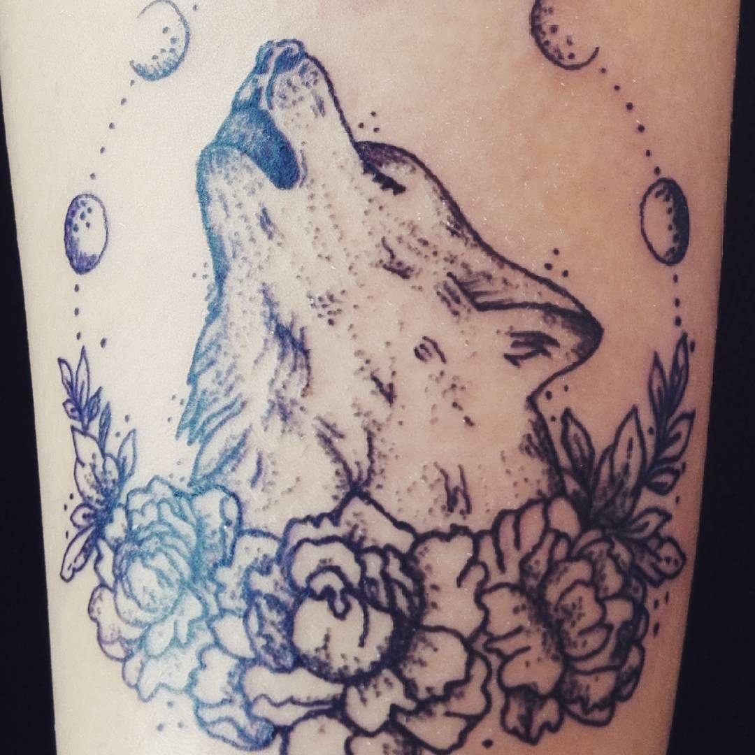 "16 Likes, 3 Comments - Carla Capaccioni (@carlacapaccioni) on Instagram: ""Tattoo de sábado por la mañana =) #carlacapaccionidibujosenlapiel #lobo  #tattoo #lobotattoo…"""