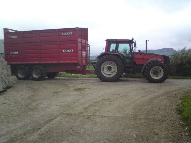 A valmet 8750 carting grass with a 14ton redrock trailer