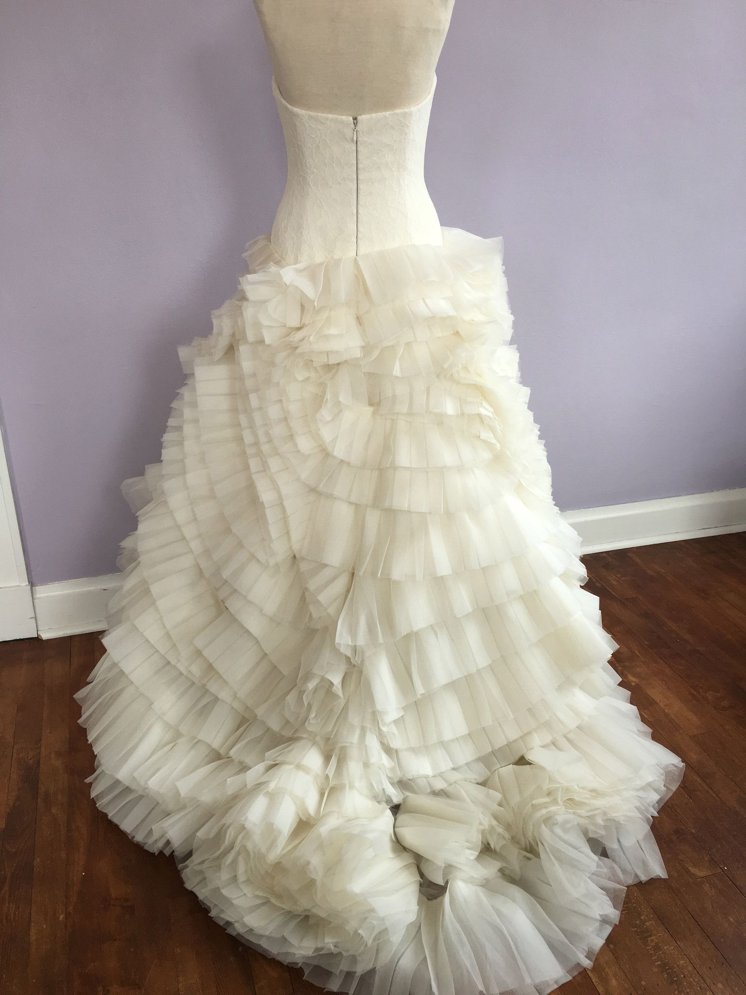 Vera Wang Leah Is A Dramatic Ball Gown The Corset Inspired Bodice Features Romantic Lace And A Silver Wedding Favors Designer Bridal Gowns Wedding Favors Fall