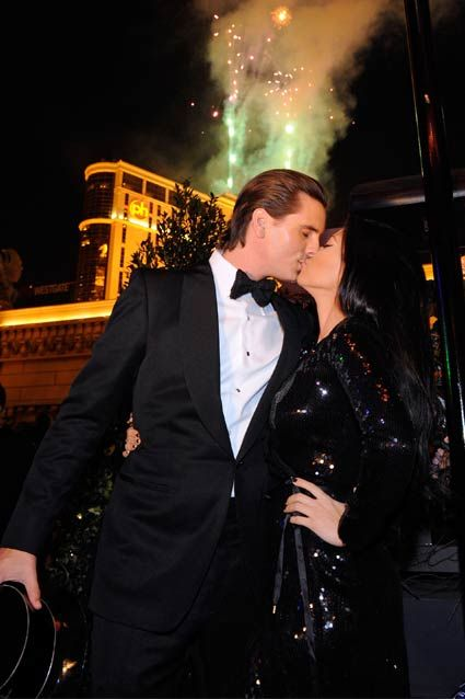 Scott Disick and Kourtney Kardashian shared a kiss during their New Year's Eve festivities at Paris Las Vegas, where they kicked off the night with dinner at Sugar Factory American Brasserie.