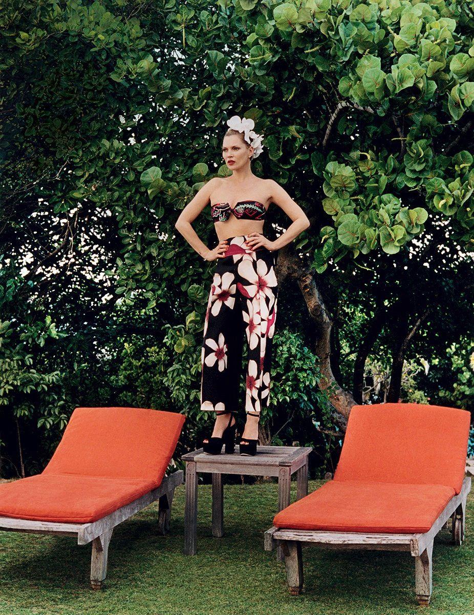 Kate Moss in romantic Vogue spread // Photo: Venetia Scott