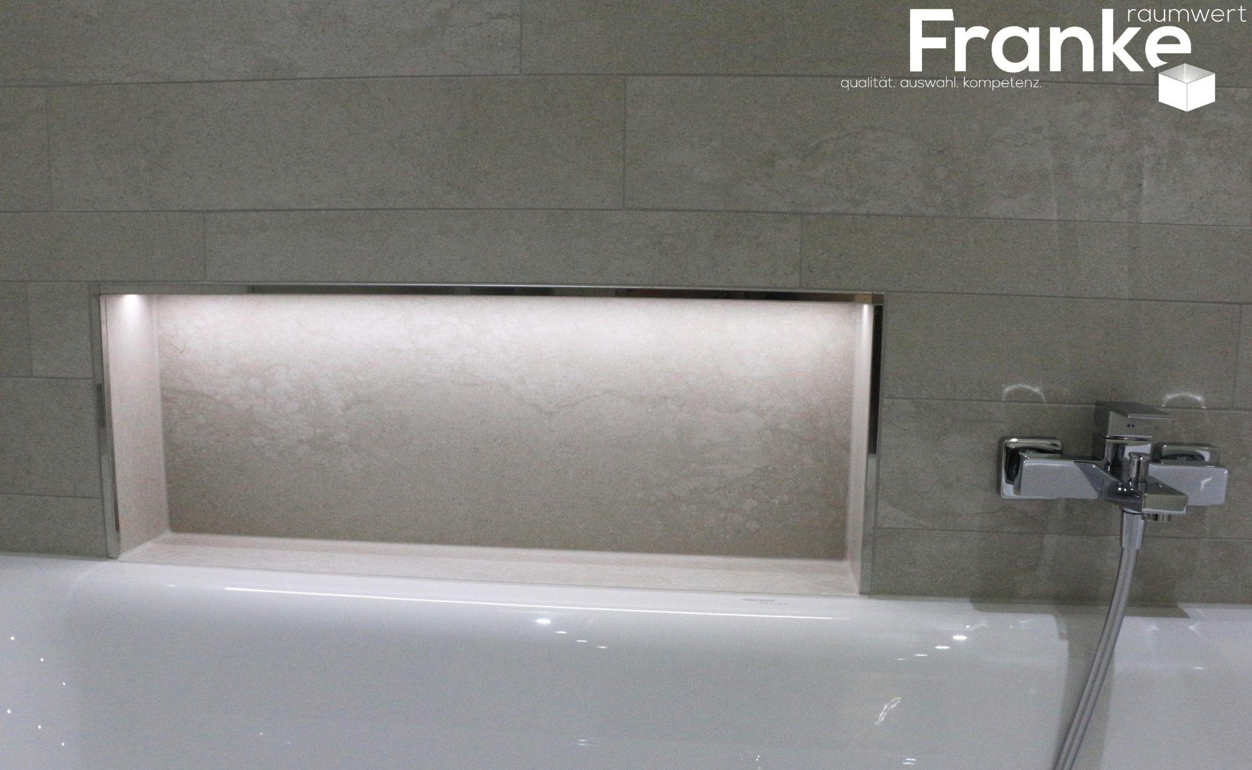 Aufbewahrung In Der Badewanne Mit Lichttechnik Steinmix Im Betonstil Www Franke Ra In 2020 Badewanne Badewanne Fliesen Fliesen Wohnzimmer