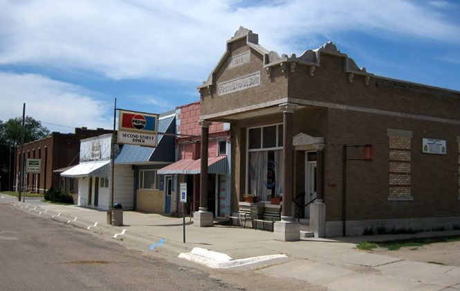 Delphos Kansas They Take Pride In Being The Home Of The Little Girl Or Rather The Woman Who That Little Girl Became Who Wrote T Delphos Kansas House Styles