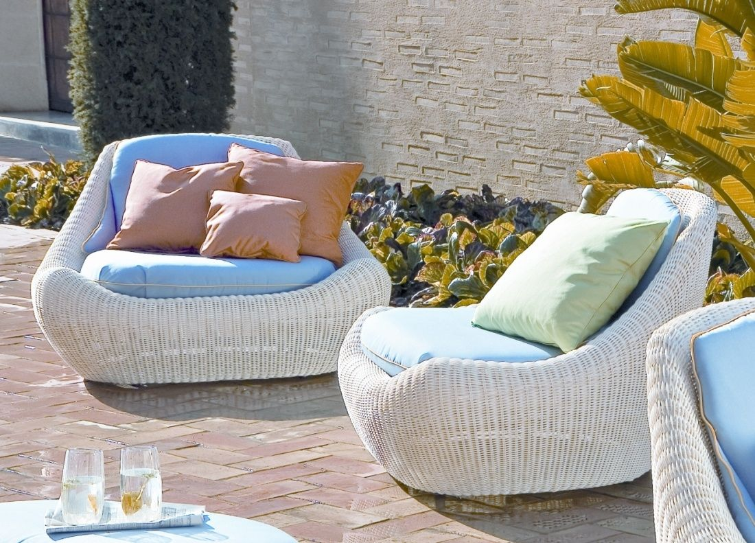 Cool Modern Outdoor Furniture Design Idea White Wicker Lounge Chairs