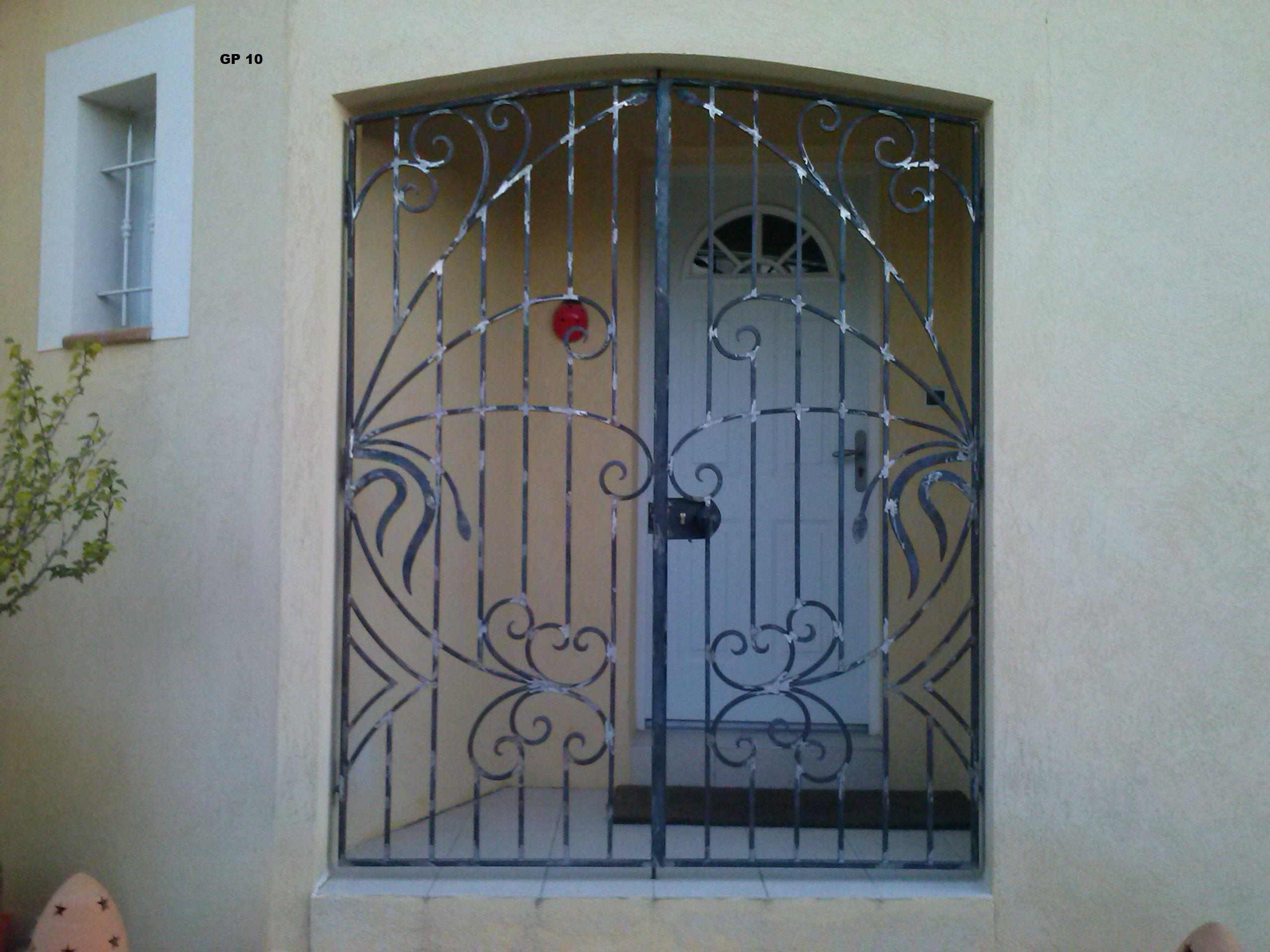 Porte en fer forge maison pinterest porte en fer forg portes en fer et fer forg for Portes et fenetres en fer forge