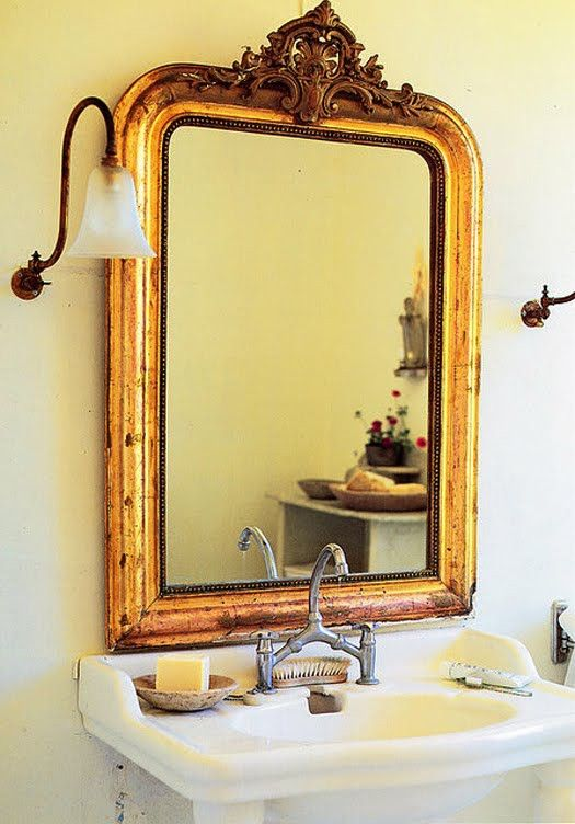 33 Cool Idea To Use Big Golden Mirrors For Your Decor Tolle