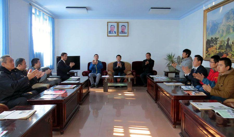 청진항에서 외국선박선원들의 경축모임 진행