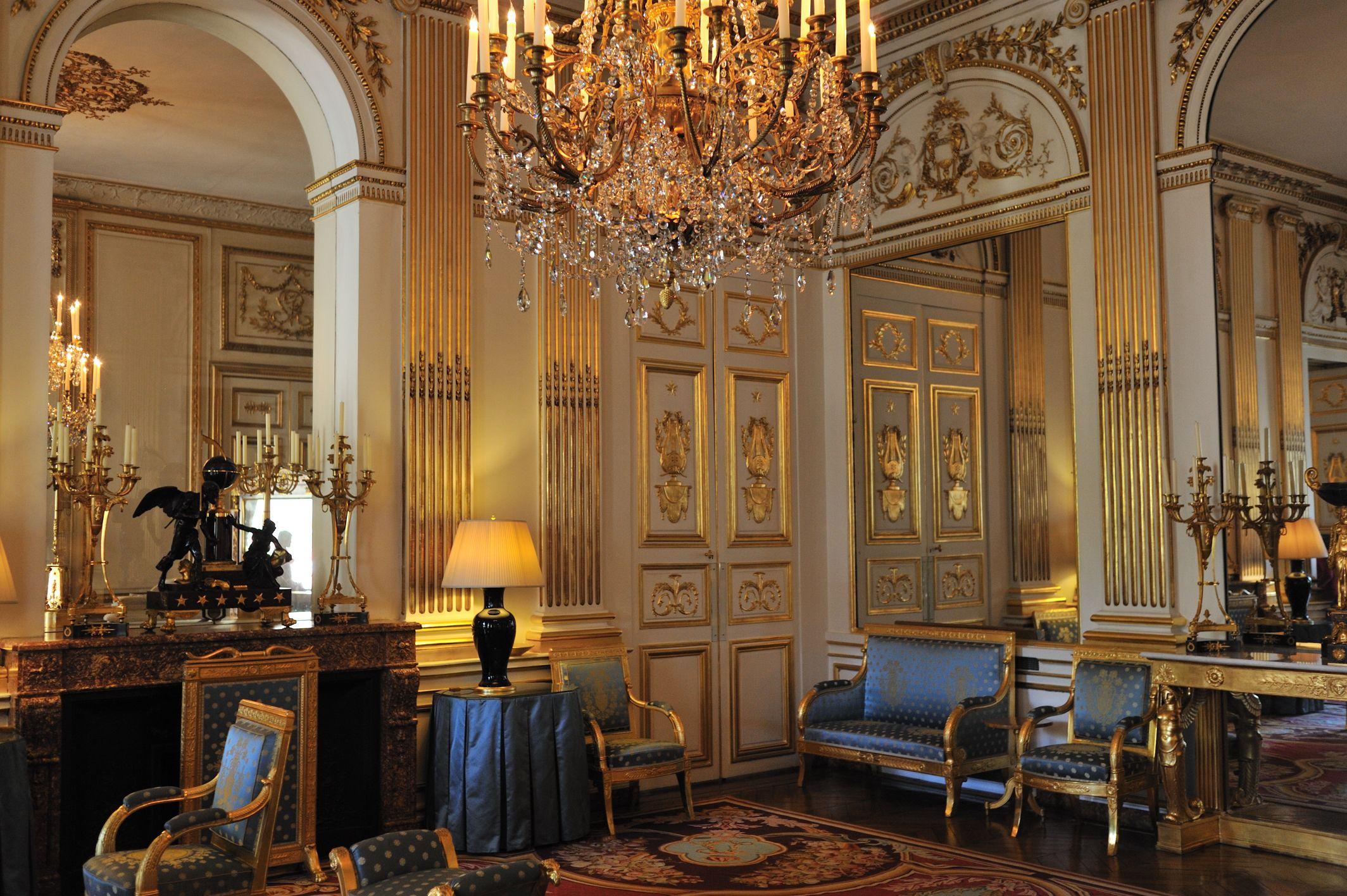 hotel de charost salon bleu 1722 25 paris now residence of hotel de charost salon bleu paris now residence of the ambassador for uk interior castle interiors