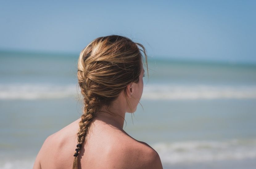 Cómo peinarse para ir a la playa - https://www.bezzia.com/peinarse-ir-la-playa/