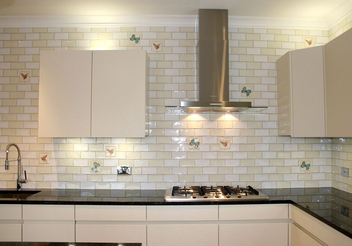 Subway Tile Backsplash Kitchen Ideas With Granite Open Shelving Around Window Pattern Alm Glass Tile Backsplash Kitchen Glass Tiles Kitchen White Glass Tile