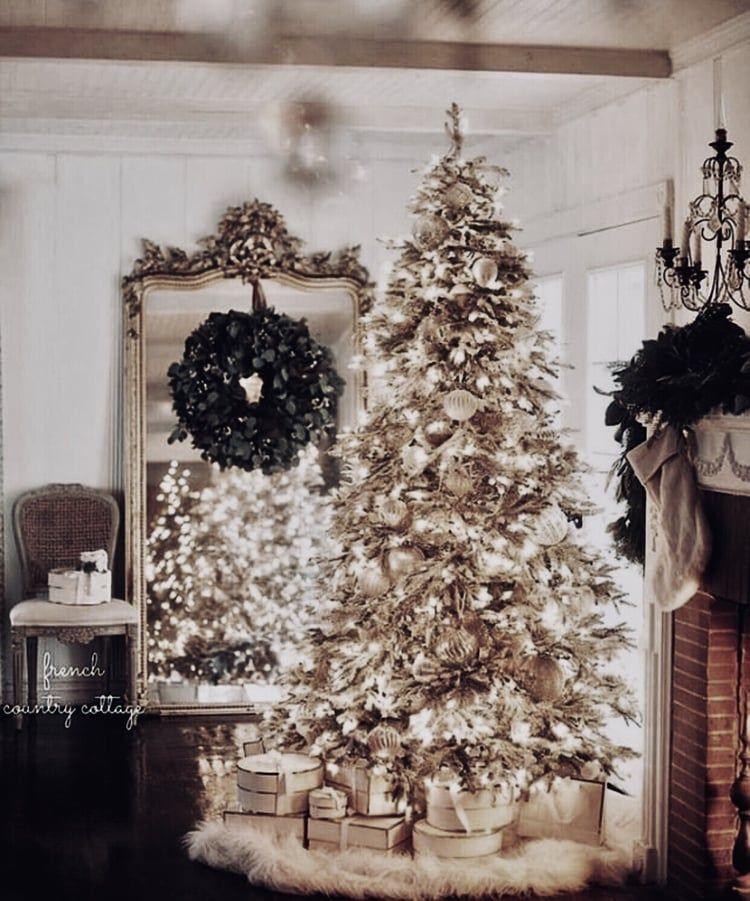 Pin by 𝓜𝓲𝔃𝓴𝓪𝔂𝓽 on τιઽ τɧє ઽєคઽσท Christmas aesthetic