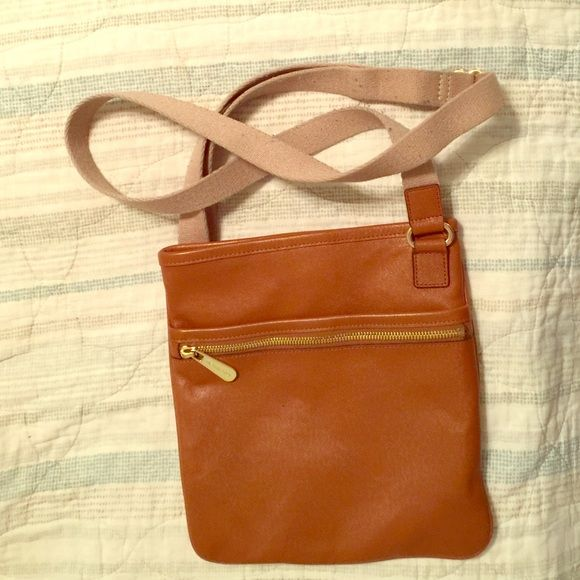Michael Kors Brown Crossbody Bag Michael Kors Brown Crossbody Bag. This is a really versatile bag that is good for all seasons. There is some pilling on the strap as pictured. Michael Kors Bags Crossbody Bags