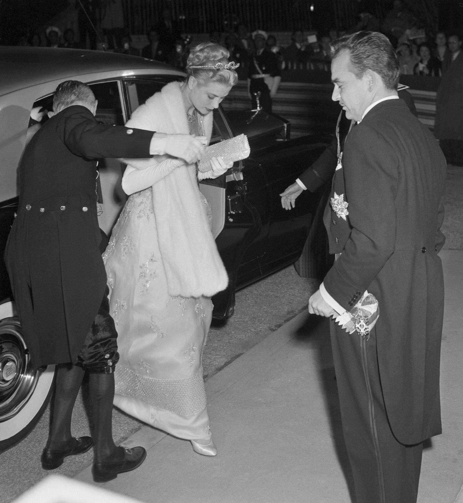 Grace Kelly Wore A Second Pink Wedding Dress Grace Kelly Wedding Dress Grace Kelly Wedding Princess Grace Kelly [ 1738 x 1600 Pixel ]