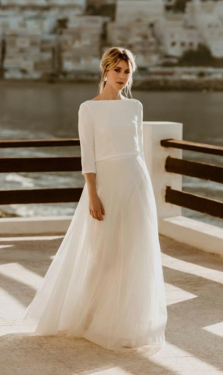 28 Minimalist Scandinavian Wedding Ideas Happywedd Com Minimalist Wedding Dresses Minimal Wedding Dress Scandinavian Wedding