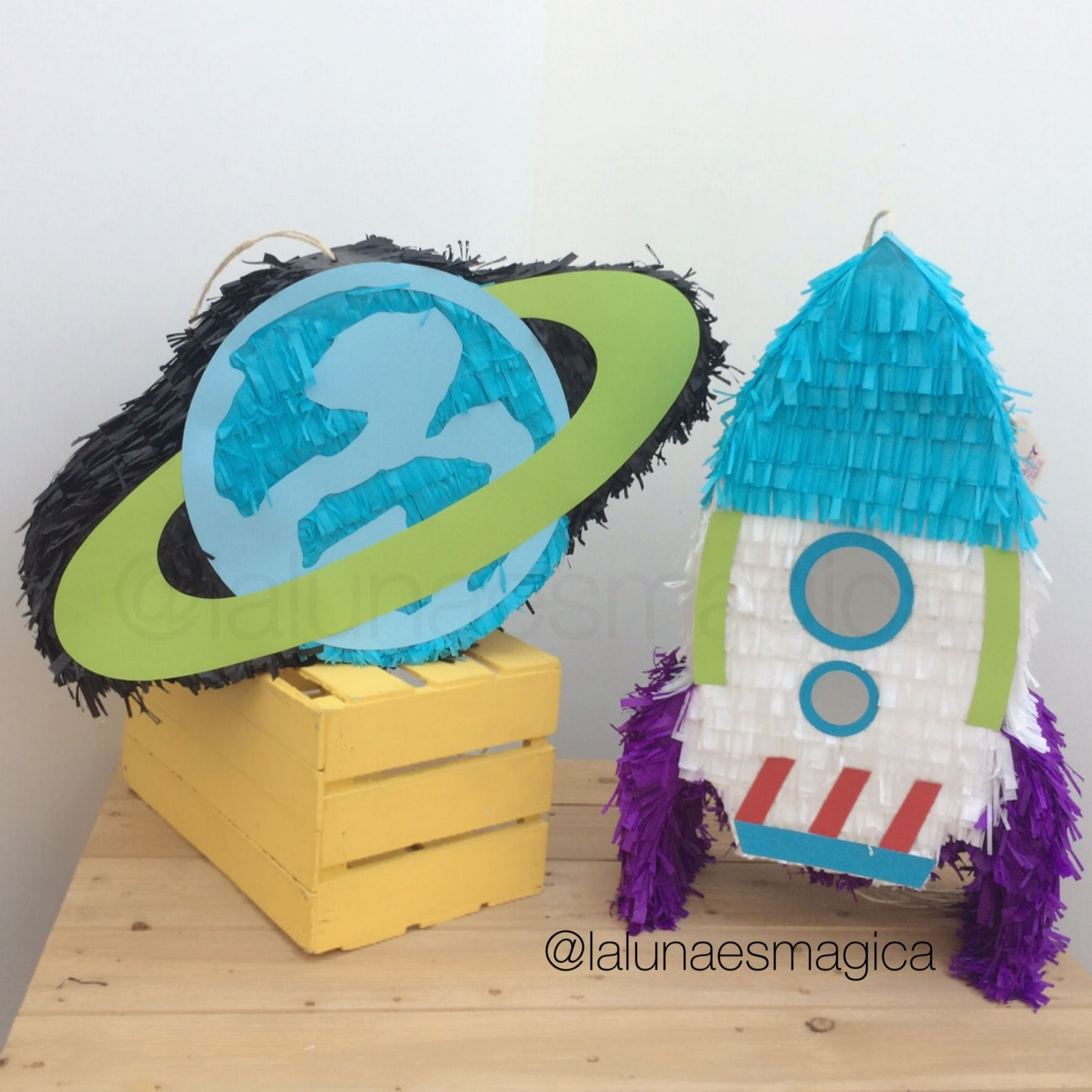 Piñata At Lalunaesmagica Piñata Planeta Y Cohete Buzz Light