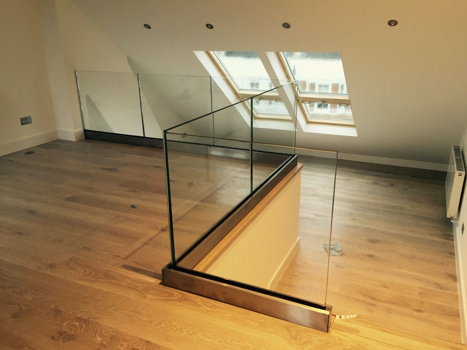 Best Internal Frameless Glass Balustrade With Base Fixed U 640 x 480