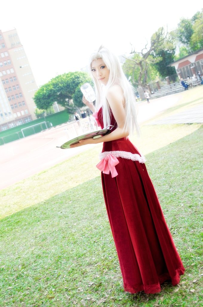 Fairy tail cosplay mirajane