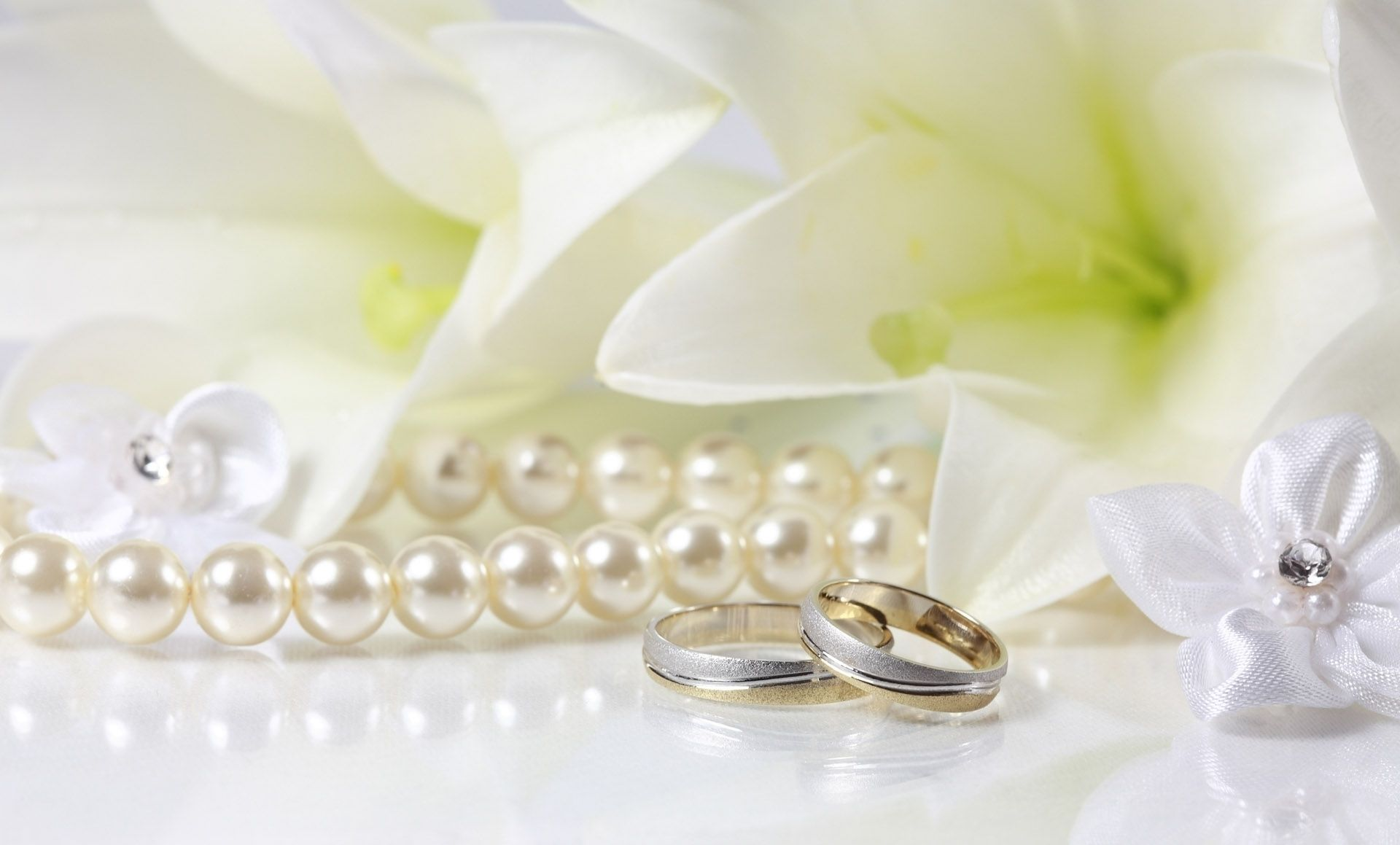 Pearls are a traditional wedding accessory wedding trends
