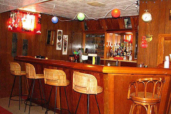 Retro Basement Ideas | Sandy Bottom 30 Magnificent Basement Bar Ideas