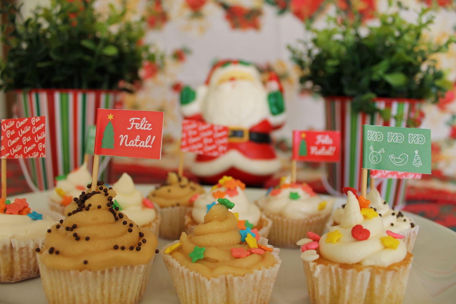 Toppers de Natal para Docinhos e Cupcakes - Embalagem com 10 unidades variadas