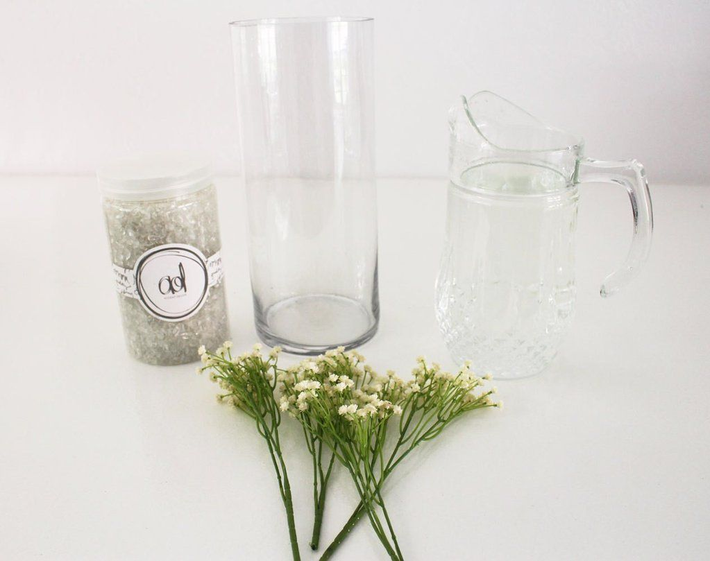 DIY Baby\'s Breath Submersible Centerpiece | Centerpieces