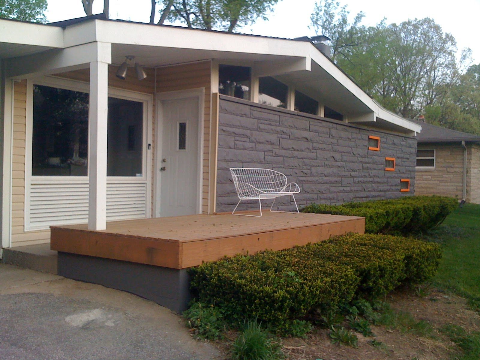 Mid century modern exteriors mid century modern atomic for Modern painted houses pictures