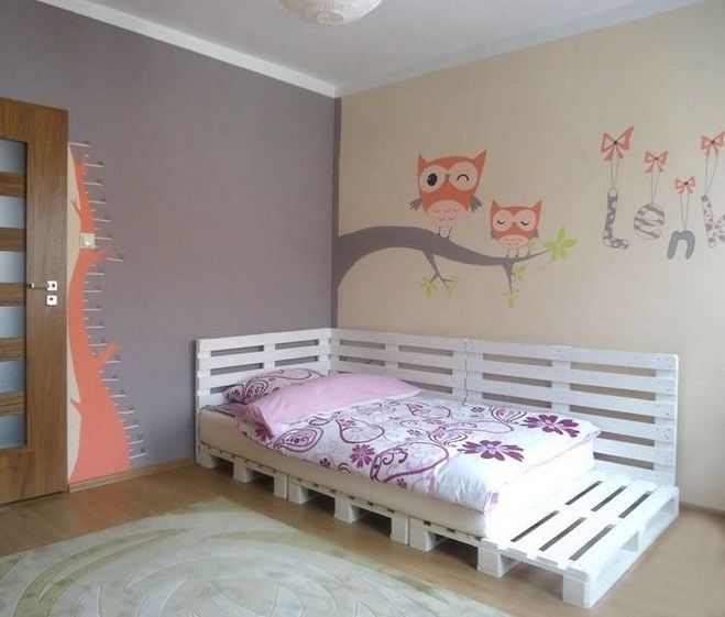 Wood pallet bed for a teenage girl bedroom for Diy kids pallet bed