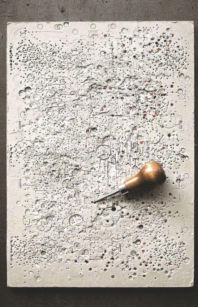 un-travail-qui-reste-grave-dans-la-pierre_5316315.jpg (640×991)
